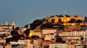 Castelo de São Jorge iluminado em Lisboa