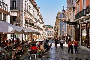 Fazer um passeio pelo Bairro Chiado de Lisboa