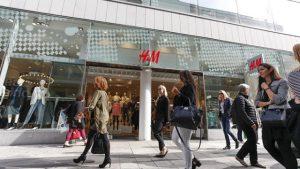 Compras na loja H&M em Lisboa