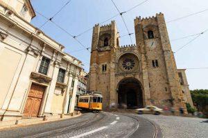 Elétrico 28 na Sé de Lisboa