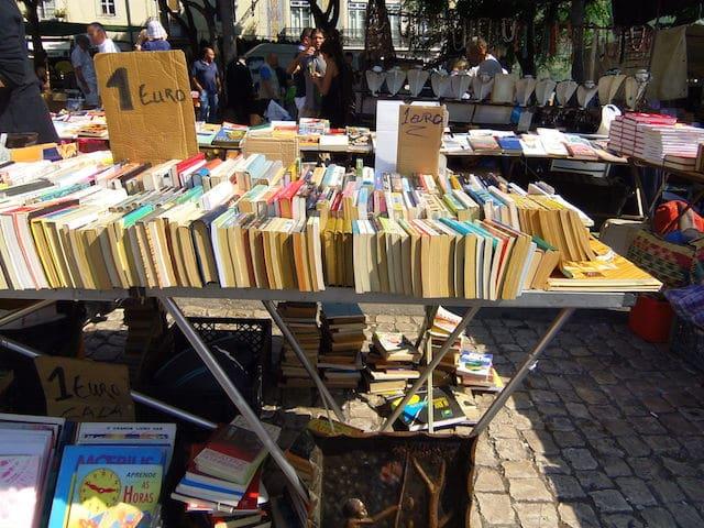 Livros à venda na Feira da Ladra em Lisboa