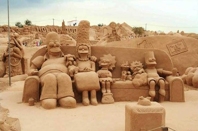 Escultura dos Simpsons no Algarve