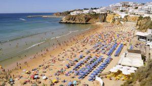 Praia no verão no Algarve