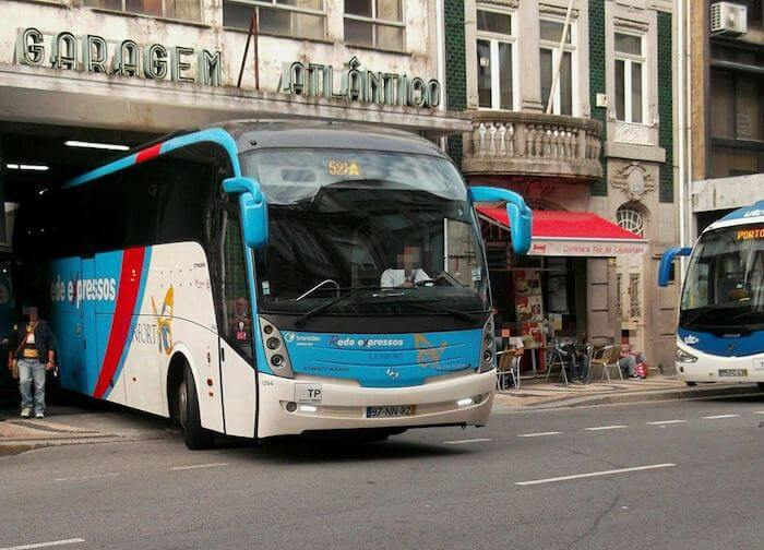 Ônibus saindo do Porto para Fátima