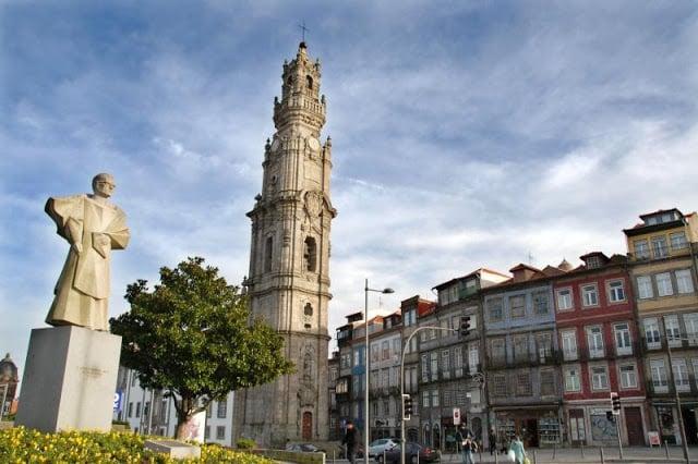 Torre dos Clérigos no centro do Porto