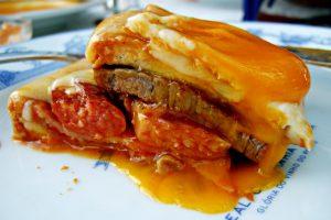 Comer francesinha no Porto
