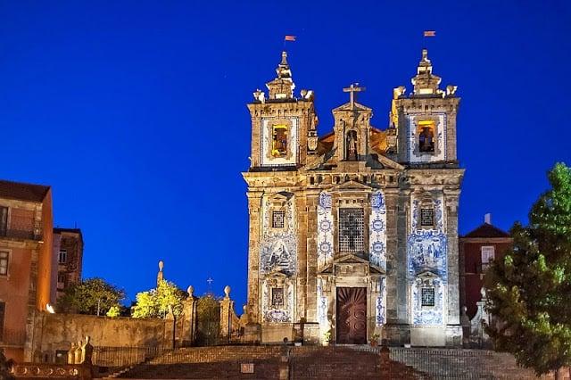 Igreja de Santo Ildefonso à noite
