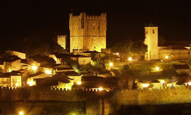 Castelo de Bragança à noite