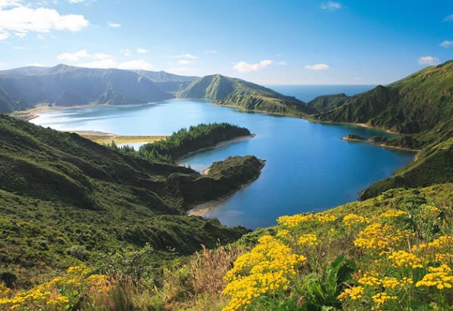 Lagoa do Fogo nos Açores em Portugal