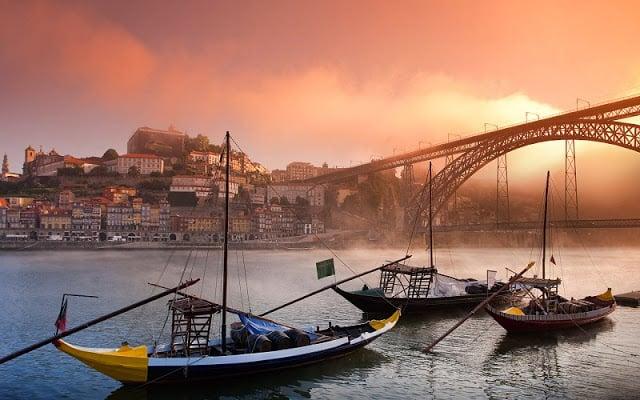 Ribeira do Porto - barcos rebelos
