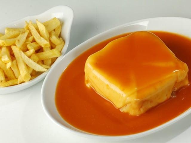 Gastronomia no Porto - francesinha