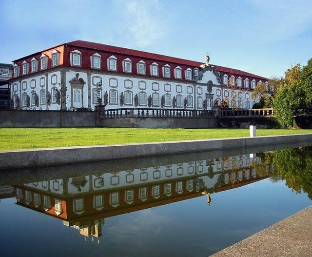 Passeio pelo Centro Cultural Vila Flor em Guimarães