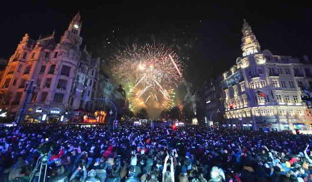 Fogos de artifício na Avenida dos Aliados