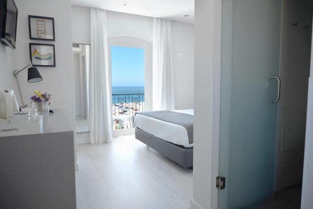 Hotel Mar Bravo em Nazaré - quarto