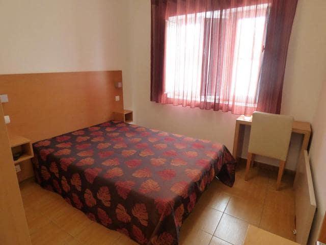 Hotel Na Crista da Onda em Nazaré - quarto