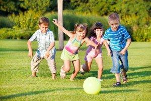 Crianças brincando em Coimbra