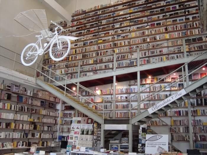 Livraria Ler Devagar no Lx Factory em Lisboa