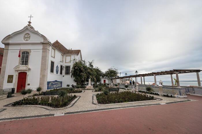Jardim e Miradouro de Santa Luzia em Lisboa
