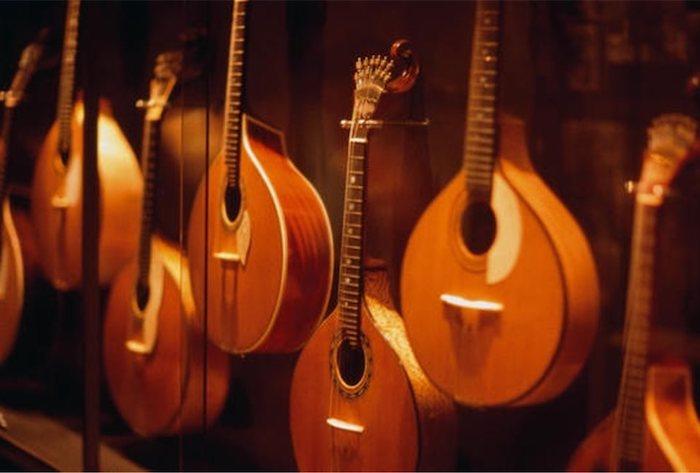 Guitarras Museu do Fado em Lisboa