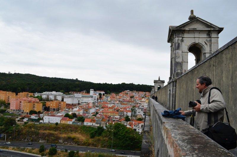 Visitante no Aqueduto das Águas Livres em Lisboa