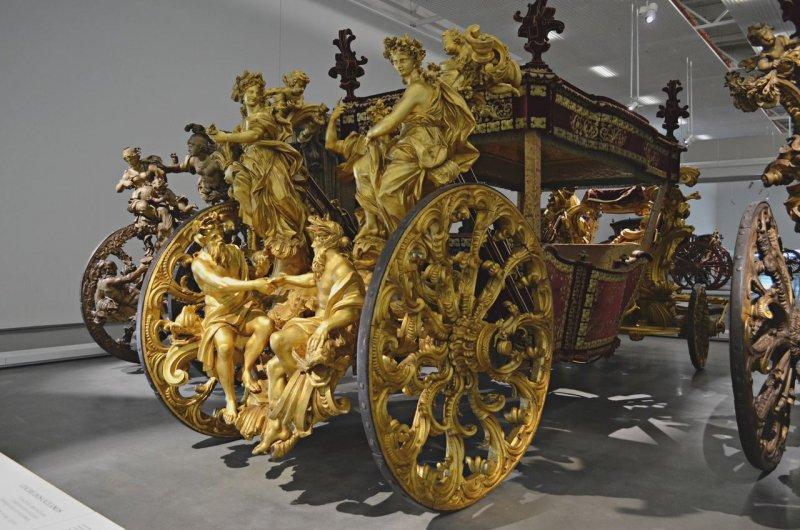 Carruagem exposta no Museu dos Coches em Lisboa